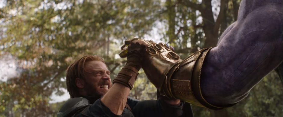 קפטן אמריקה נלחם נגד תאנוס